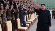 Kim Jong-un angeblich wieder ohne Gehhillfe