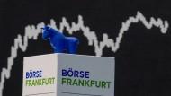 Die DAX-Kurve im Handelssaal der Frankfurter Börse.