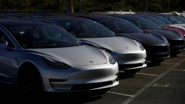 Tesla macht weiter Verlust