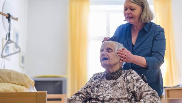 Die Kosten für Pflege und Betreuung steigen
