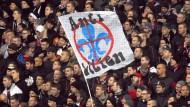 Allein daheim: Kein Zutritt zum Stadion und der Darmstädter Innenstadt für die Eintracht Fans.