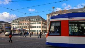 Straßenbahn kollidiert mit Kleinbus