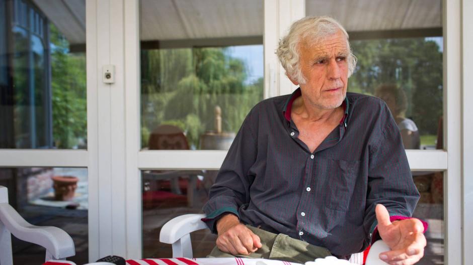 Wolfgang Herkt kennt keinen Urlaub, keinen Feierabend. Sein Haus ist mit dem Betreuungsgebäude verbunden, damit er auch in ungemütlichen Nächten nach seinen Patienten sehen kann.