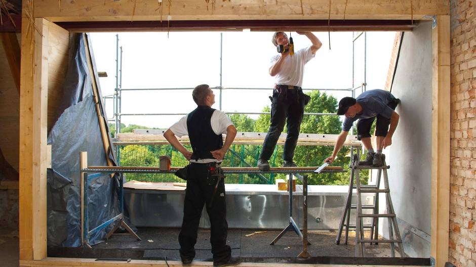 Wird eine Wohnung neu gebaut, dann kann der künftige Eigentümer viele Details häufig noch mitgestalten, wie die Farbe der Kacheln, das Holz des Parketts oder die Zahl und Lage der Steckdosen.