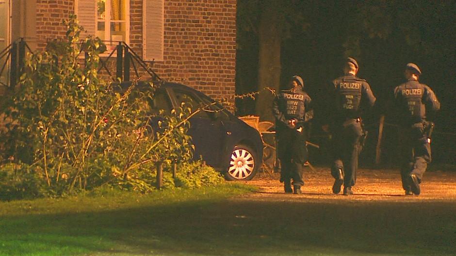 Polizeibeamte beim Einsatz in Goch in Nordrhein-Westfalen