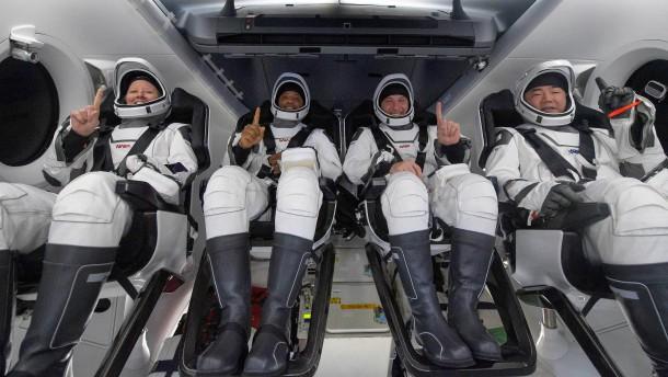 SpaceX-Kapsel bringt Astronauten sicher zurück zur Erde