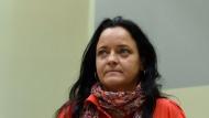 Was nun, Frau Zschäpe? Nach der Verlesung der Plädoyers der Anklage sieht die Lage düster aus für die Angeklagte.