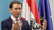 ÖVP-Wahlsieger Sebastian Kurz kündigte in Wien die Aufnahme von Koalitionsgesprächen mit der FPÖ an.