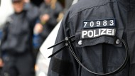 Mit Namensschild oder Dienstnummer: Polizisten müssen identifizierbar sein.