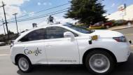 Ein selbstfahrendes Auto von Google im Mai 2015 auf dem Unternehmensgelände in Mountain View.