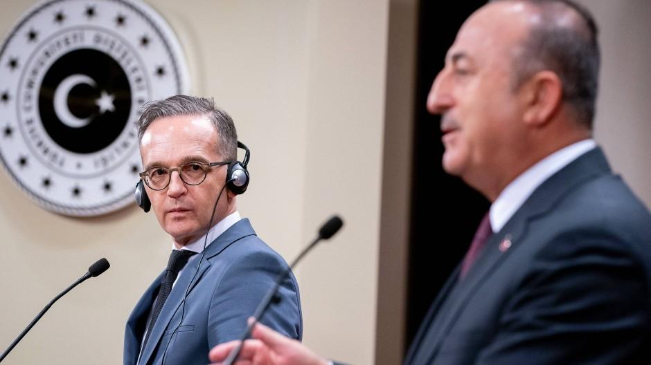 Der deutsche Außenminister Heiko Maas und sein türkischer Amtskollege Mevlüt Cavusoglu bei einer Pressekonferenz in Ankara im Oktober 2019