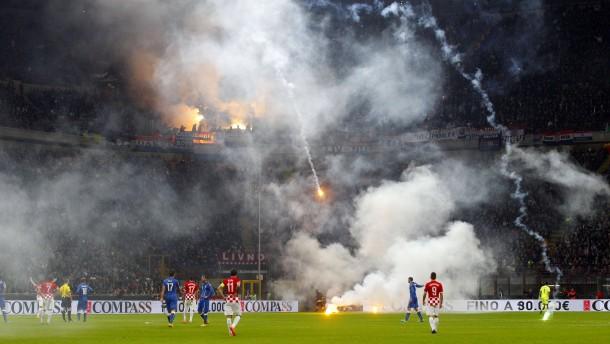 Feuerwerk in Mailand, Flucht in Istanbul