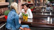 Bürgerlich und Grün: Ein Café im Frankfurter Stadtteil Nordend. (Symbolbild)