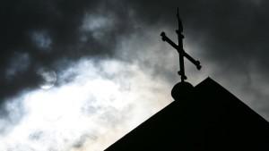 Keine Risse in der strahlenden Kirchenfassade
