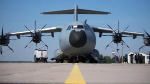 Großprojekte der Bundeswehr mehr als fünf Jahre zu spät