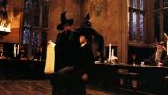 Harry Potter unterzieht sich gerade einem Persönlichkeitstest, dem des Sprechenden Hutes.