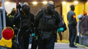 Polizei findet verdächtige Substanzen