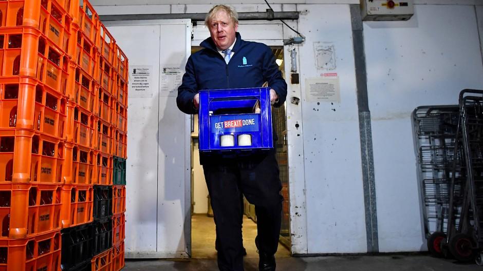 Wahlkampf mit dem Milchkasten: Boris Johnson am Tag vor den Parlamentswahlen in Leeds.