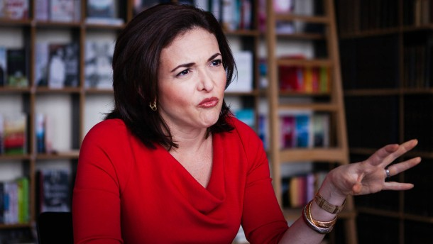 Sheryl Sandberg - Die Geschäftsführerin von Facebook, einer amerikanischen Komunikationsplattform im Internet, stellt sich in Berlin den Fragen von Bettina Weiguny