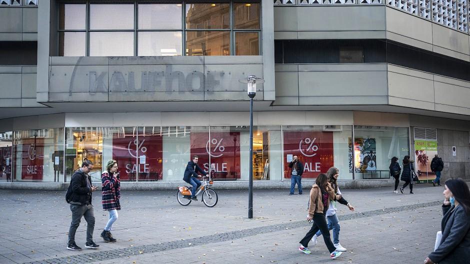 Außenansicht der geschlossenen Kaufhoffiliale in der Essener Innenstadt