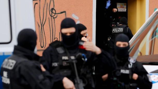 Seehofer verbietet Arbeit der Hisbollah in Deutschland