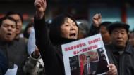 In Peking demonstrierten Angehörige am zweiten Jahrestag des Verschwindens von Flug MH370
