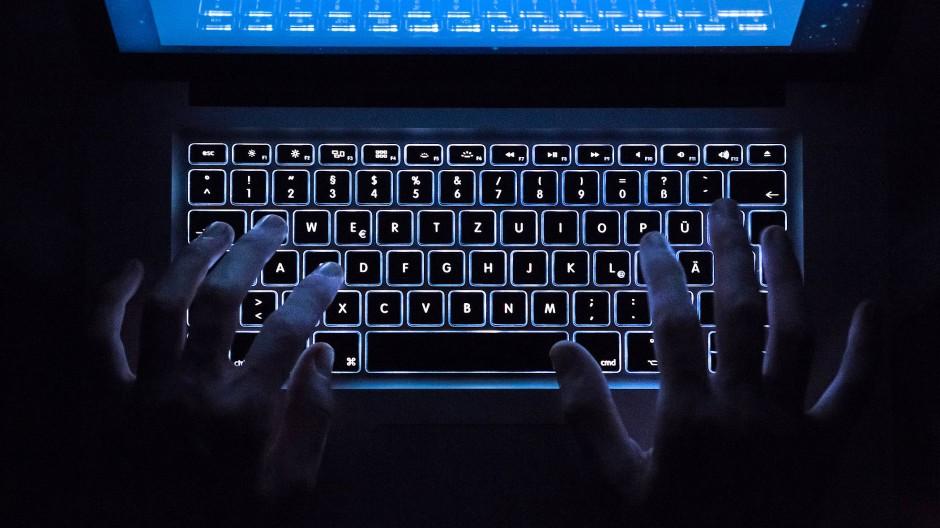 """2017 gelang es deutschen Fahndern zusammen mit niederländischen Behörden, den damals zweitgrößten illegalen Marktplatz """"Hansa Market"""" im sogenannten Darknet abzuschalten."""