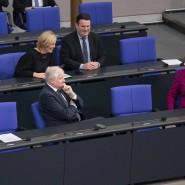 Erheitert angesichts der Angriffe der AfD: Kanzlerin Angela Merkel (r.) mit Familienministerin Giffey, Landwirtschaftsministerin Klöckner, Innenminister Seehofer und Arbeitsminister Heil (v.l.)