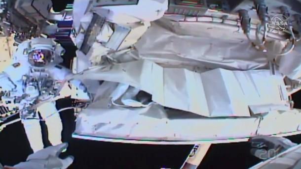Astronauten reparieren Kühlsystem an der ISS