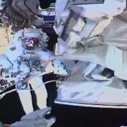 Das von der NASA zur Verfügung gestellte Foto zeigt den Blick aus der Helmkamera von Astronaut Andrew Morgan.