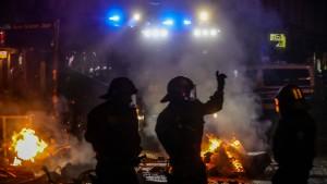 Polizei sucht bei Razzien nach G-20-Randalierern