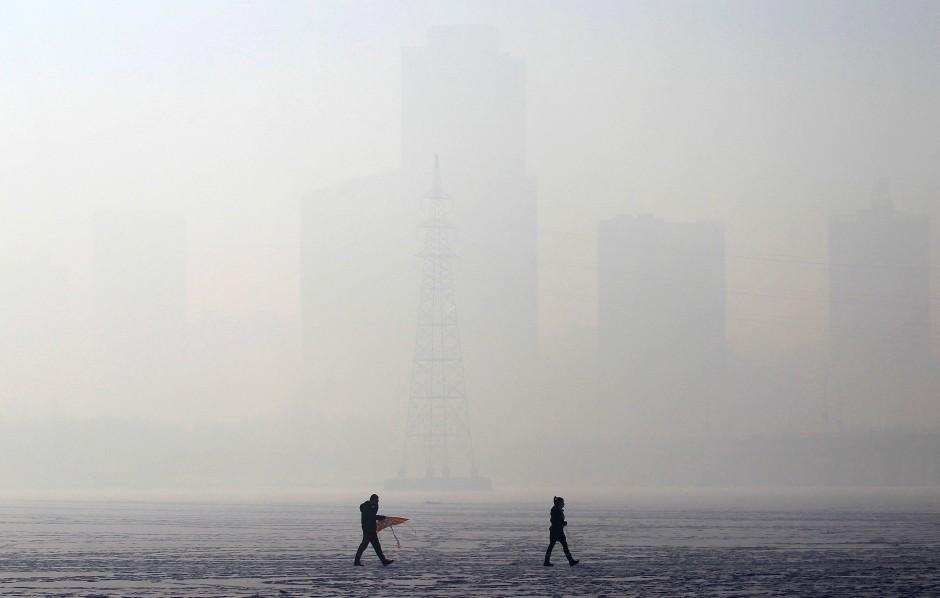 Starker Smog in Shenyang, Provinz Liaoning - Schlecht für den Menschen, gut fürs Klima?