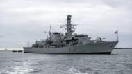 """Das britische Kriegsschiff """"HMS Montrose"""", hier im Oktober 2018 vor dem Marinestützpunkt Devenport, musste am Mittwoch im Persischen Golf offenbar britische Tanker schützen."""