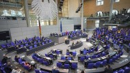 Derzeit zählt der Bundestag 709 Abgeordnete und ist damit schon so groß wie nie zuvor.