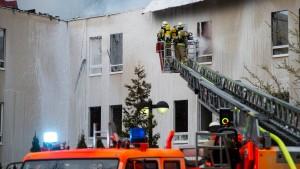 Brände in zwei Flüchtlingsheimen