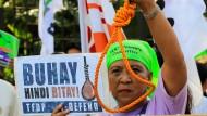 """""""Leben nicht Tod"""" – Demonstranten protestieren vor dem Parlament in Manila gegen die Wiedereinführung der Todesstrafe."""