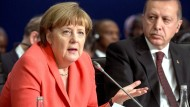 Merkel ruft türkischstämmige Deutsche zu Loyalität auf