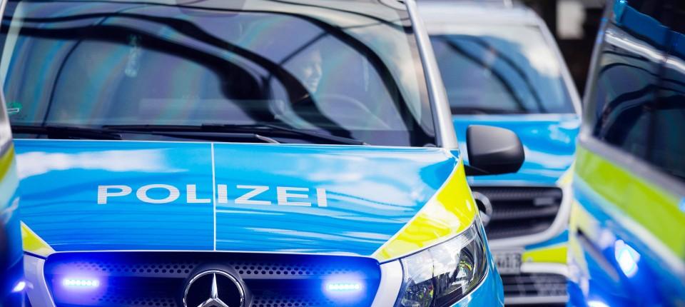 Duisburg Aufkleber Der Identitären In Polizeiauto Entdeckt