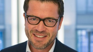 Guttenberg: Berlin muss hart auf Trump antworten