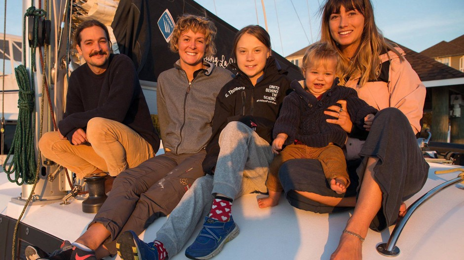 Glückliche Gefährten: Riley Whitelum, Nikki Henderson, Greta Thunberg und Elayna Carausu mit Baby Lenny