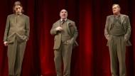 """Gleich dreimal Murau auf der Bühne: Wolfgang Michael, Udo Samel und Martin Zauner (von links) in Thomas Bernhards """"Auslöschung""""."""