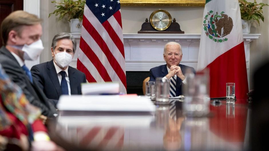 Neben Joe Biden nahmen in Washington auch der Nationale Sicherheitsberater Jake Sullivan und Außenminister Anthony Blinken an dem Gespräch teil.