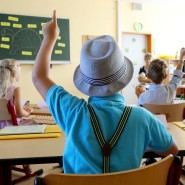 Kinder begeistern: Mit dem Lehrerpreis werden Pädagogen für besonderen Einsatz im Unterricht geehrt (Symbolbild)