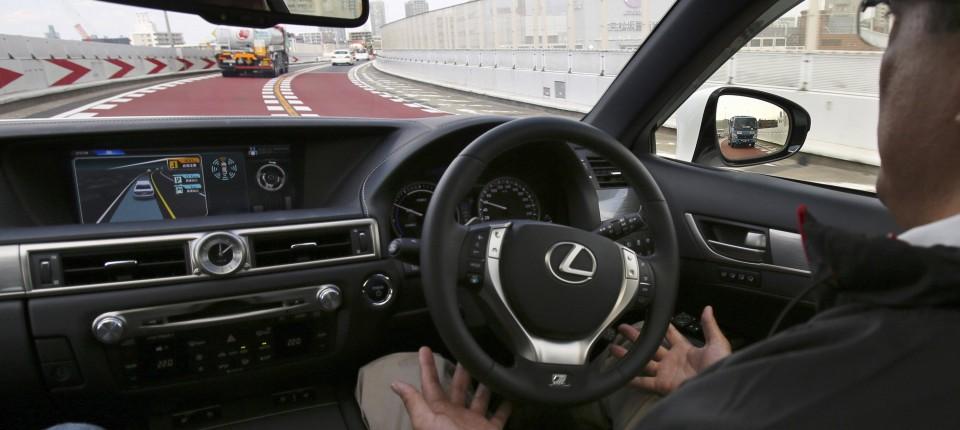 Straßenverkehr: Selbstfahrende Autos sind nicht unfallfrei - Agenda ...