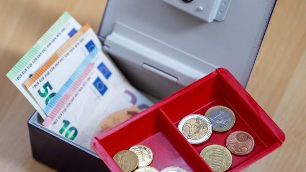 """Strafzinsen für immer niedrigere Guthaben – """"Banken setzen Kunden unter Druck"""""""