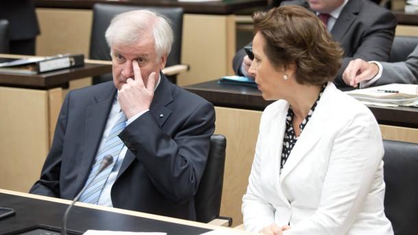 Opposition fordert Rücktritt Haderthauers