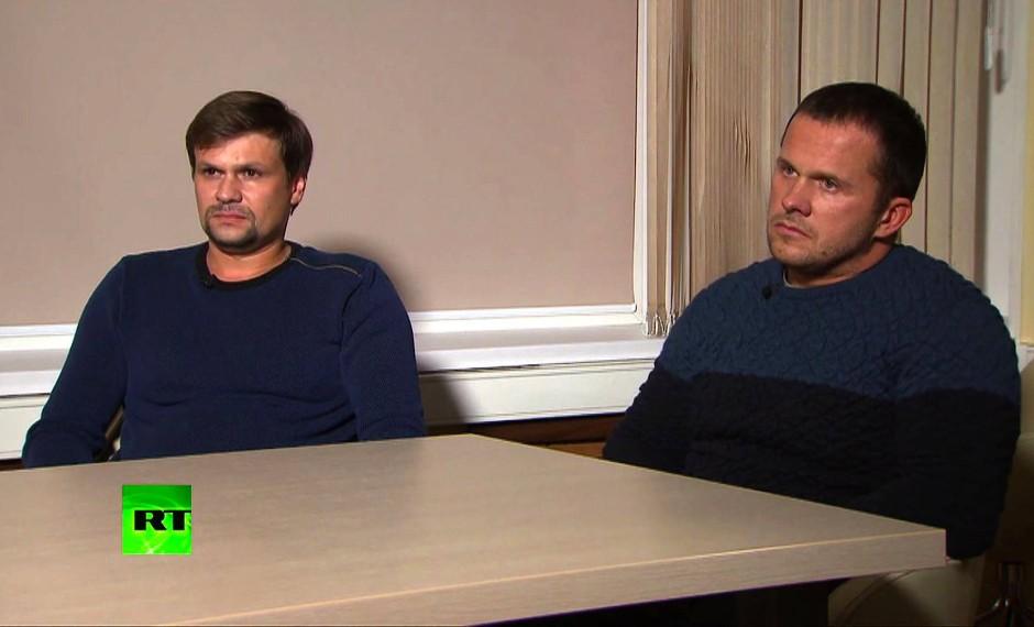 """""""Nur Touristen"""": die beiden Tatverdächtigen beim Interview im russischen Fernsehen"""