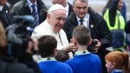 Papst Franziskus bei seiner Ankunft im irischen Knock