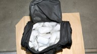 Brisanter Inhalt: Unter anderem in schwarzen Reisetaschen schmuggelten die Verdächtigen das Rauschgift.