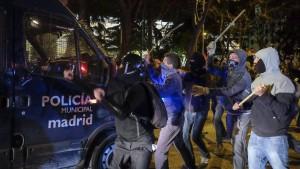 Regierungsgegner liefern sich Straßenschlachten mit Polizei